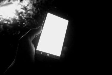 iPhoneディスプレイの明るさをさらに暗くする方法【疲れ目対策】