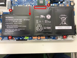 SVF14A19CJSのバッテリーを外す