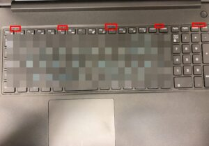 Vostro 15 3568のキーボードを外す